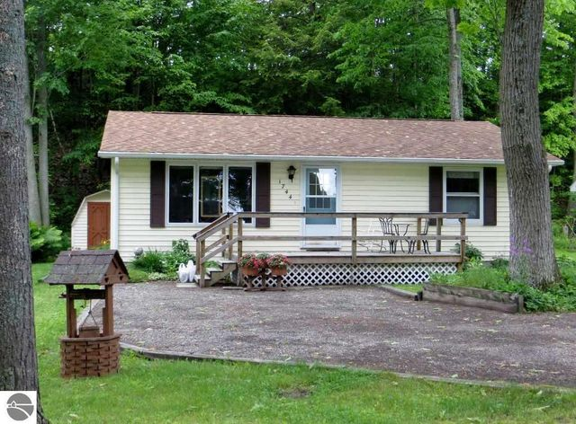 1744 douglas dr tawas city mi 48763 home for sale and for Sunshine carpet cleaning lake city mi