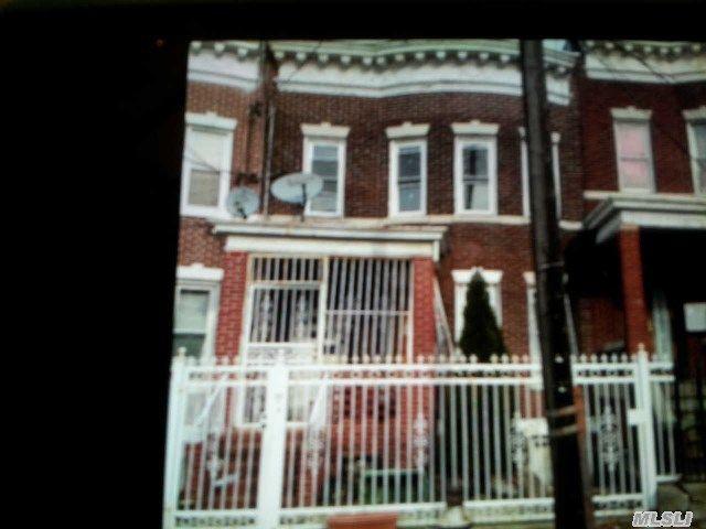 19 Charlotte St, Ridgewood, NY 11385