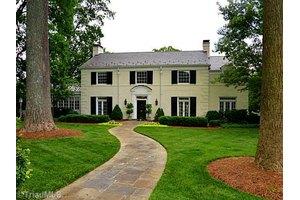 623 Woodland Dr, Greensboro, NC 27408