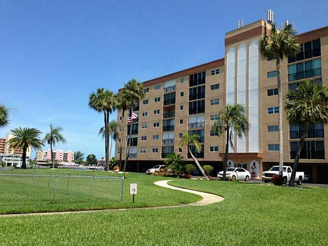 10216 Regal Dr Apt 309, Largo, FL 33774