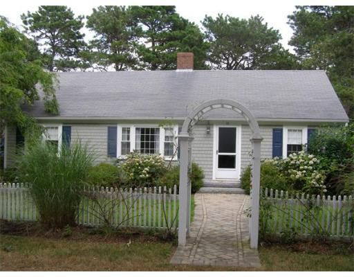 10 Mother Goose Ln, West Harwich, MA