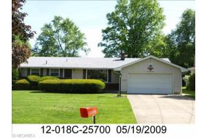533 Murray Hill Dr, Youngstown, OH 44505
