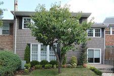 10 Club House Ct, Woodbury, NY 11797
