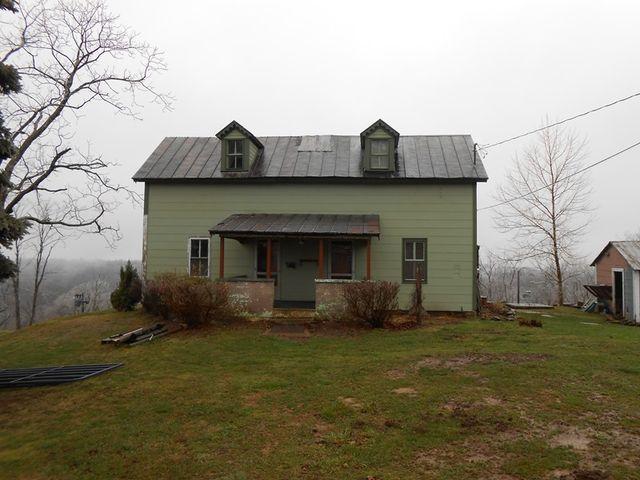 1297 Oil Ridge Rd, Sistersville, WV
