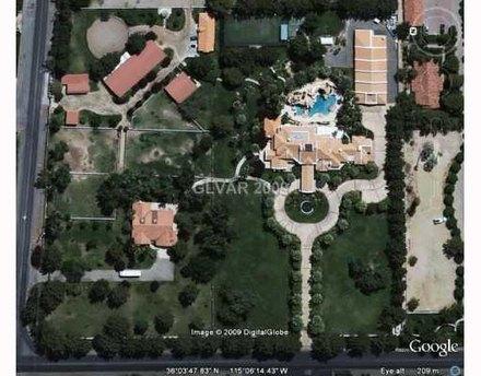 michael still owns a home in las vegas? L0e522542-c11x