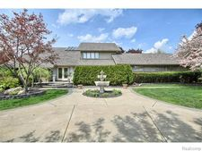 4382 Cherry Hill Dr, Orchard Lake, MI 48323