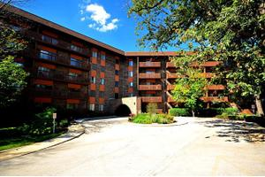 120 Lakeview Dr Apt 123, Bloomingdale, IL 60108