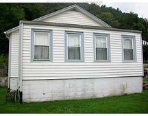 130 134th St, Chesapeake, WV 25315