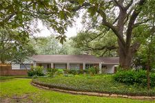 4815 Maple St, Bellaire, TX 77401