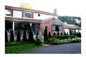104 Perry Ave, Norwalk, CT 06850