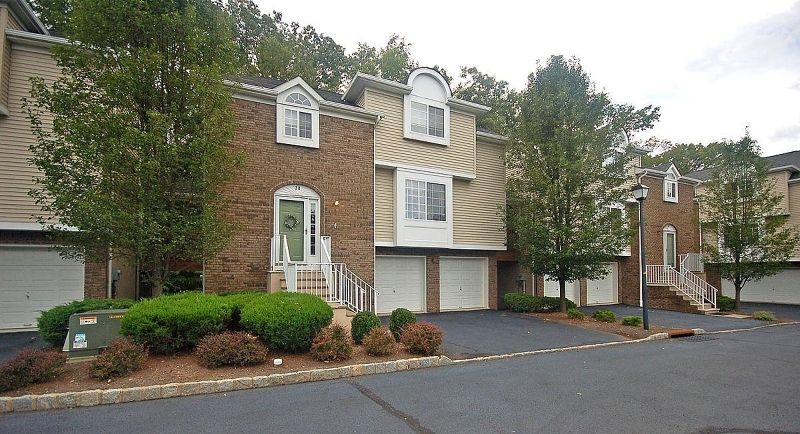 20 Whispering Way W, Berkeley Heights, NJ 07922
