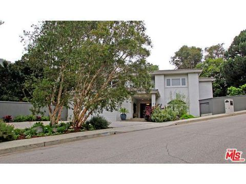 1591 Clear View Dr, Beverly Hills, CA 90210