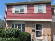 5953 Bear Creek Dr, Bedford Heights, OH 44146