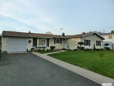 3 Bicycle Ct, Selden, NY 11784