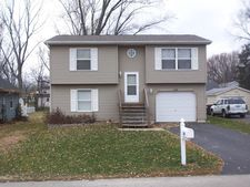 148 N Greenfield Ave, Crystal Lake, IL 60014