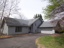 3811 Great Hill Rd, Crystal Lake, IL 60012