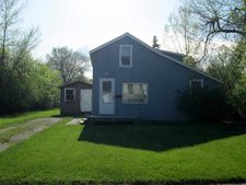 718 Ohmer St, Bottineau, ND 58318