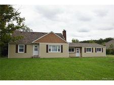 19309 Allen Rd, Brownstown Township, MI 48183