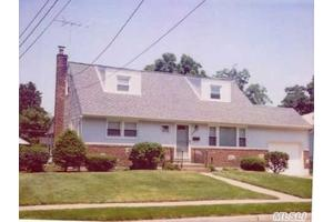 2539 Falcon St, East Meadow, NY 11554