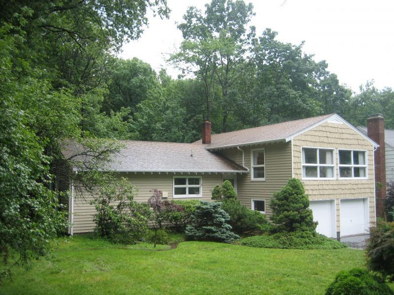2690 Skytop Dr, Scotch Plains, NJ 07076 - realtor.com®