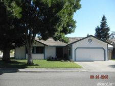 12101 Cherry Dr, Waterford, CA 95386