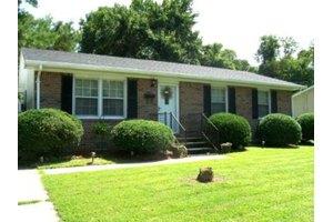 305 Rhode Island Ave, Elizabeth City, NC 27909