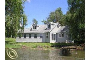 525 Hillwood, White Lake Twp, MI 48383