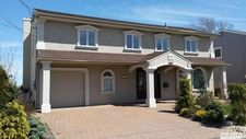 3947 Greentree Dr, Oceanside, NY 11572