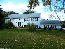 105 Country Hills Rd, Hamden, CT 06514