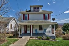 138 5th St, Mayfield, PA 18433