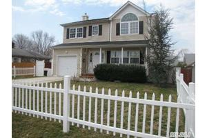 Photo of 18 W 1st St,Deer Park, NY 11729