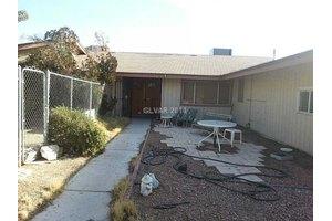 8380 Gilespie St, Las Vegas, NV 89123