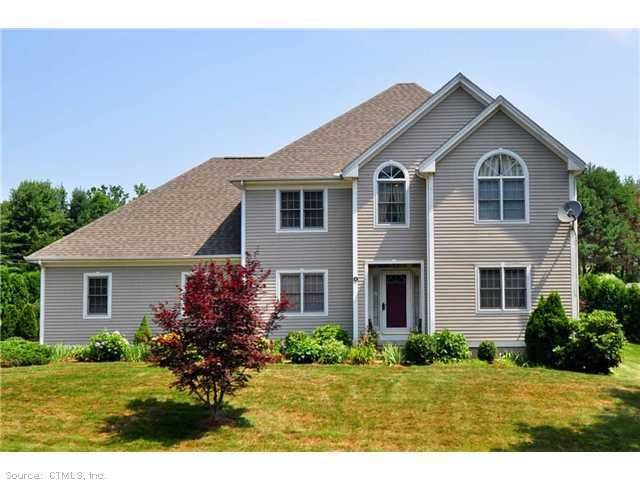 4 Cleary Ln, Windsor, CT 06095