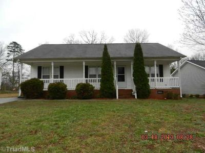 1506 Southtree Ln, High Point, NC