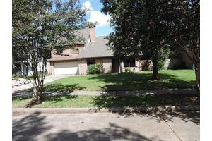 8523 Pines Place Dr, Humble, TX 77346