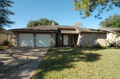 4226 Townes Forest Rd, Friendswood, TX