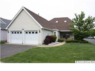 216 Loganberry Ln, Freehold, NJ
