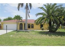 627 Se 10th Ave, Cape Coral, FL 33990