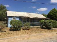 713 Hackberry St, Cotulla, TX 78014
