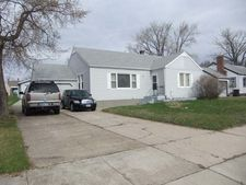 206 3rd St, Riverdale, ND 58565