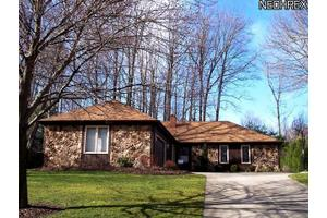 13335 S Partridge Dr, Valley View, OH 44125