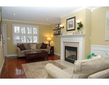 21 Lyons Ct, Watertown, MA