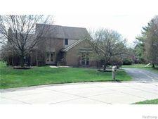 30165 Willow Ct N, Farmington Hills, MI 48331