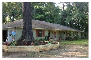 1377 Lakeside Dr, Vicksburg, MS 39180