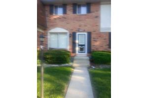 2033 Lioncrest Dr, Richton Park, IL 60471