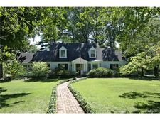 2 The Orchards Ln, Olivette, MO 63132