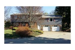 325 Fernledge Dr, New Kensington, PA 15068