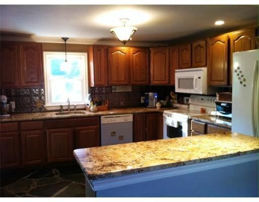 547 Amherst Rd, Granby, MA 01033