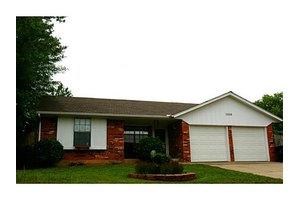 1608 NE 6th St, Moore, OK 73160