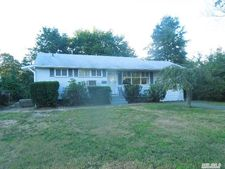 27 Hileen Dr, Kings Park, NY 11754